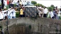Sauvetage d'un léopard tombé dans un puits.