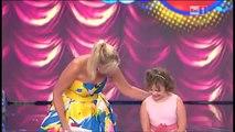 Âgée seulement de 11 ans, elle interprète avec brio une célèbre chanson italienne. Frissons garantis !