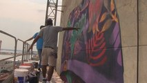 Grafiteros llevan el arte a los ajados muros del centro de Asunción