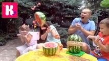 Арбуз ЧЕЛЛЕНДЖ у Кати и Макса взрываем арбуз резинками мальчики против девочек Веселое новое видео для детей 2016