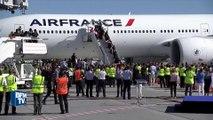 JO 2016: les médaillés français applaudis à la descente de l'avion