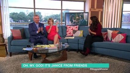 """On a retrouvé Janice, l'une des amoureuses de Chandler dans """"Friends"""" ! Découvrez à quoi elle ressemble aujourd'hui"""