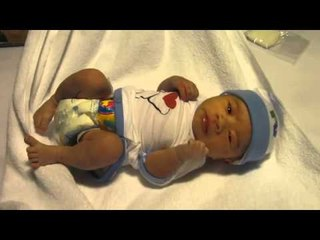 Rio Nguyen Hao Nhien after birth 15 minutes 18102011 MOV