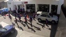 Flash mob dans une station-service
