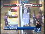 Cámaras de seguridad captan robo a dos jóvenes en Cuenca
