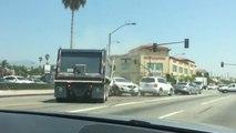 Un camion benne fonce dans plusieurs voitures