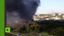 Images aériennes du grave incendie d'un dépôt à Moscou