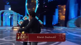 Salman Khan Masti With Shahrukh Khan   SRK   Award Show 2016 Best comedy Mimicry of bollywood