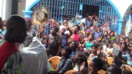 Célébrations de délivrance catholique au Togo