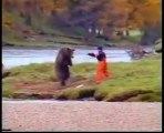 Face of death - Guy Fights Bear For Fish