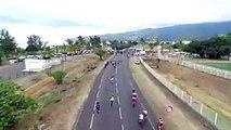 Un débile de spectateur fait tomber des barrières et provoque une énorme chute en cyclisme