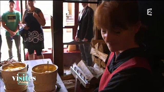 Combien faut-il débourser pour consommer une omelette chez la Mère Poulard au Mont-Saint-Michel - Regardez