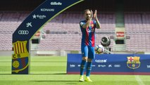 Paco Alcacer skills during his presentation as an FC Barcelona player at Camp Nou