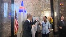 Ronaldinho Gaúcho acende luzes e Empire State ganha as cores do Barcelona por uma noite