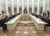 POKEMON GO Shock ! Dmitry Medvedev plays POKEMON GO under Putin. Funny Videos