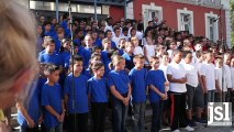 Les écoliers de Montceau entonnent le Chant des partisans