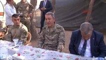 Karkamış Başbakan Yardımcısı Veysi Kaynak ile Komutanlar Suriye Sınırında