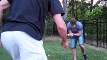 Régis joue à Fruit Ninja avec des vrais sabres