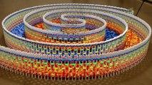 Enorme Spirale de 15000 dominos !