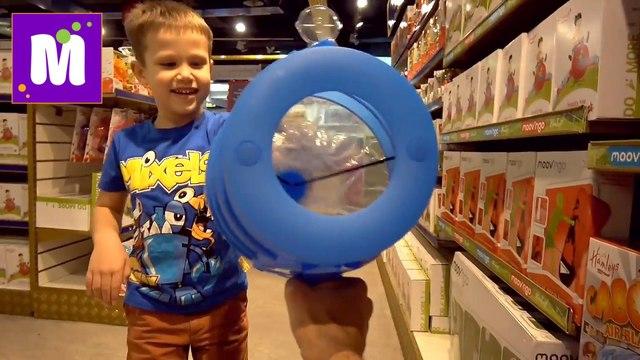 СУПЕР Огромный магазин игрушек в Мире Hamleys 6 этажей миллионы игрушек и целый этаж конфет новое видео Макса и Кати