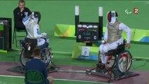 Escrime en fauteuil roulant (H - fleuret) : Maxime Valet décroche la médaille de bronze.