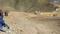 Un pilote de motocross tombe et ce fait rouler dessus à 6 reprise par d'autre pilote