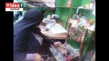 """""""أم حمادة"""" أول سيدة تصنع أدوات """"شوى اللحمة"""" بالإسكندرية"""