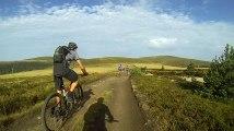 GOPR5251 3 Dimanche  Matin - chemins hauts plateaux en descente derrière groupe [DIVX 480p]