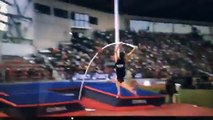 Renaud Lavillenie tape un salto arrière en saut à la perche