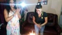 daro souffle les bougies du gateau anniversaire