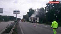 Hennebont (56). Un camion en feu sur la RN165