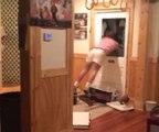 Un fan de football américain termine aux urgences après avoir sauté de joie contre sa porte vitrée