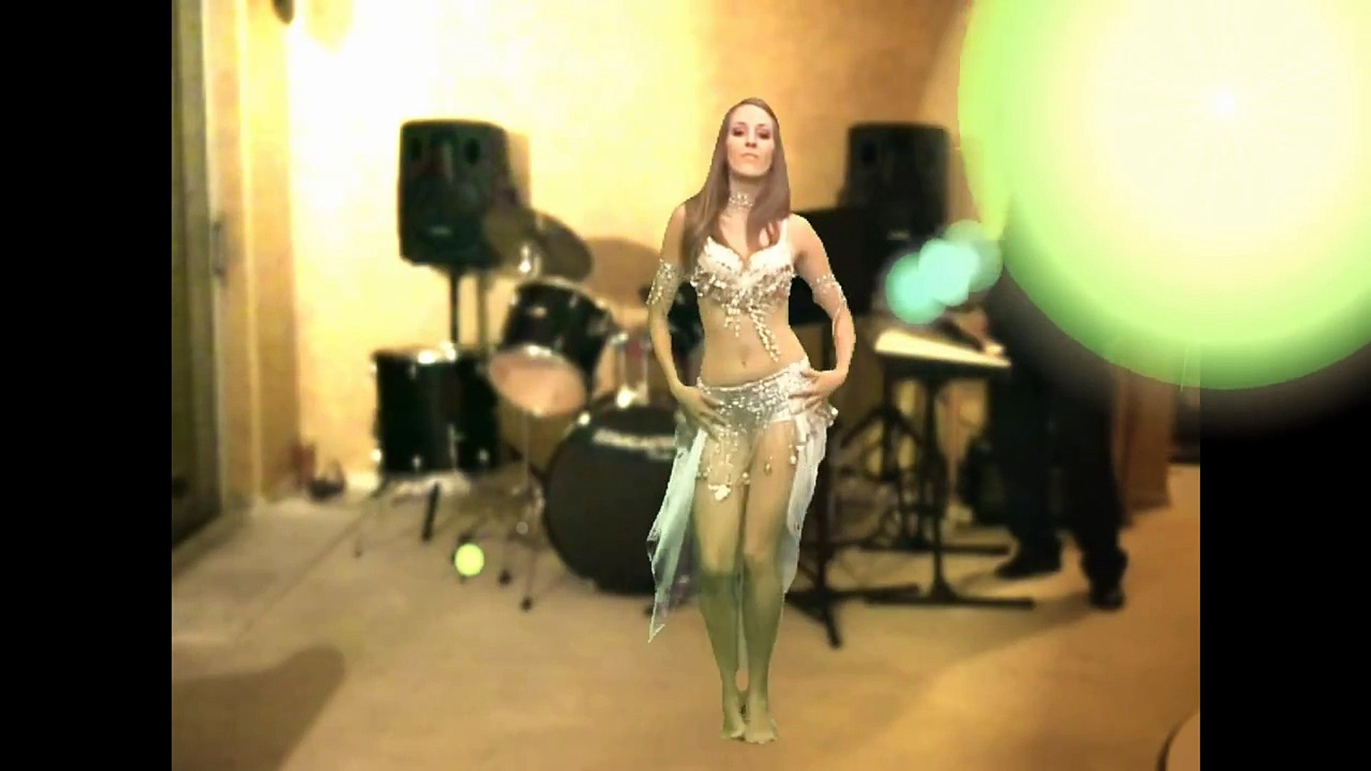 Sexy Fun with Green Screen .Belly Dance 2014 So Sexy