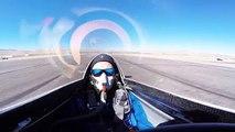 Un pilote dans son avion se fait percuter par un autre avion