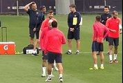 Suarez trying to wet Neymar with water but fails and wets all Pique behind Neymar