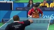 Un peu vicieux ce joueur de ping pong handicapé! Le coup impossible