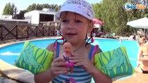 Кукла Беби Борн в бассейне! Ника катает куклу на лодке. Видео для детей - Baby Born Doll Bath Time