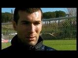 Zinédine Zidane donne une leçon de coup-franc