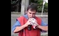 Il boit cul sec trois bouteilles !
