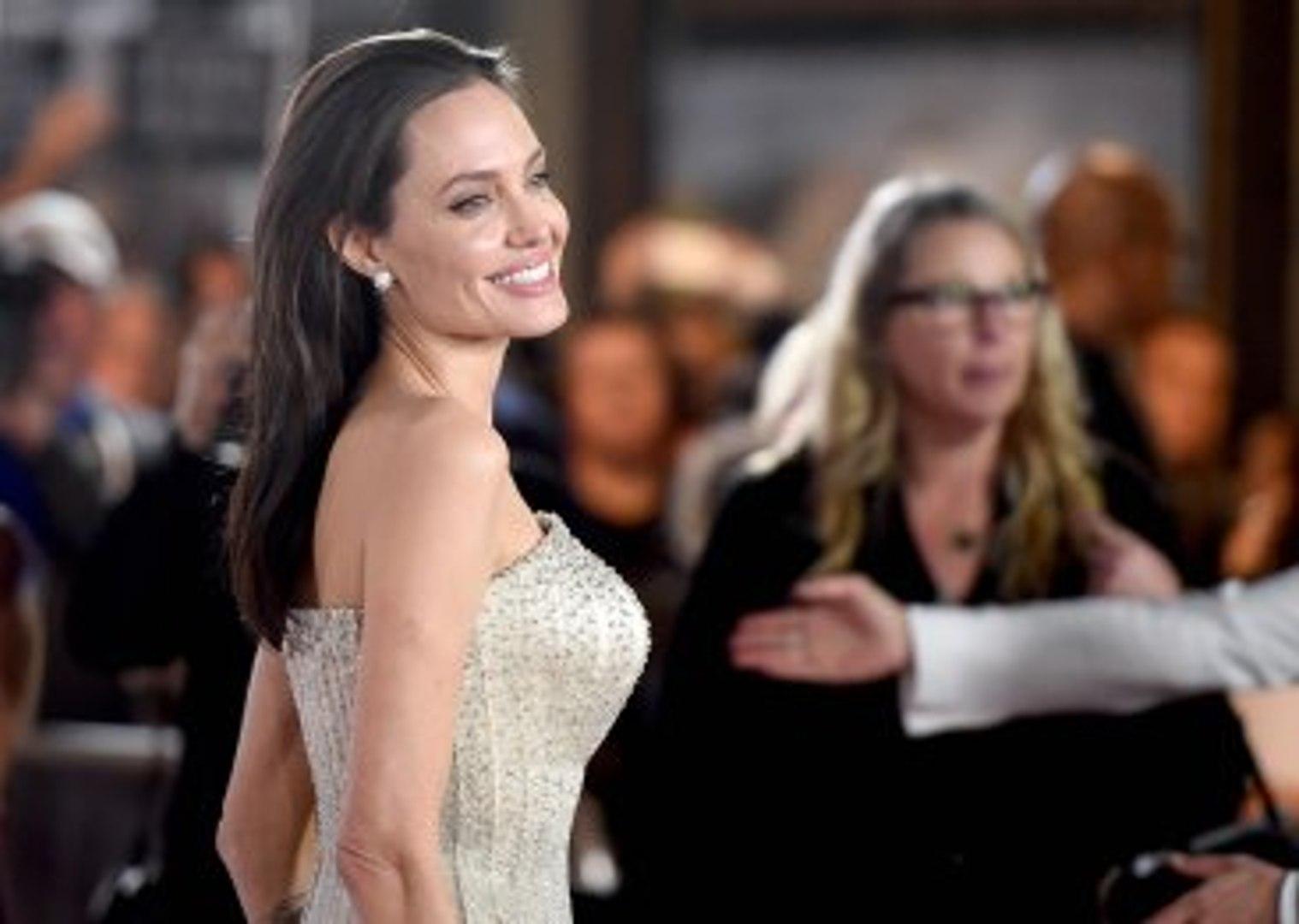 Rus Yazardan Angelina Jolie'ye Evlenme Teklifi: Sana Kürk Alırım