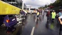 Κωνσταντινούπολη: Επιβάτης λεωφορείου κτύπησε με ομπρέλα τον οδηγό και προκάλεσε ατύχημα (βίντεο)