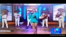 Patricia Navidad Cantora mexicana deixa cair penso higienico TOALLA em directo