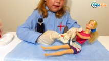 Кукла Барби и Ника. Доктор Ника лечит ожог у Куклы Барби – Видео для детей – Barbie Doll