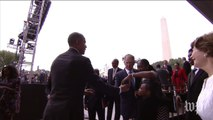 Bush taps Obama for photo assist