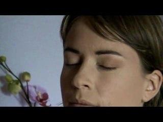 Visionnez les Cours Vidéo de Un maquillage naturel en moins de cinq minutes!
