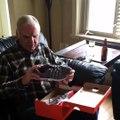 Quand papy reçoit des chaussures qui s'éclairent! Trop content!