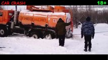 DANGEROUS ROAD NORTH RIVER EXTREME MOVE truckers on the road, RUSSIAN ROADS