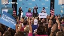 ΗΠΑ: Η Κλίντον προσεγγίζει τους νέους με τον Σάντερς στο πλευρό της