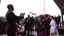 George W. Bush ose demander à Barack Obama de le prendre en photo