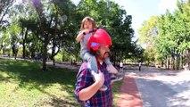 Laissez vos enfants vous piloter avec ce casques à poignées - Piggyback Driver